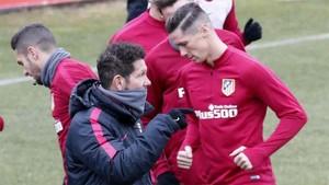 Simeone dice que no forzará para que Fernando Torres se quede