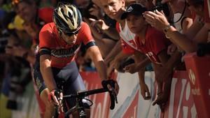 Una moto de la policía apeó a Nibali del Tour