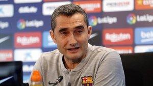 Valverde contesta las preguntas de los medios