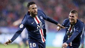 Verratti y Neymar celebrando un gol del brasileño