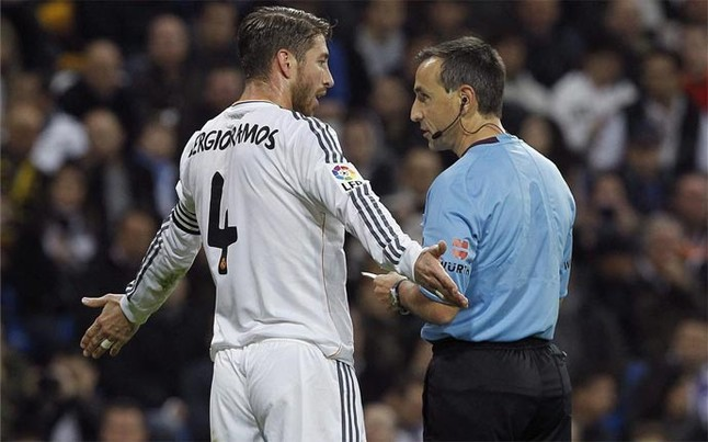 Sergio Ramos acumuló su quinta cartulina amarilla ante el Sevilla EFE