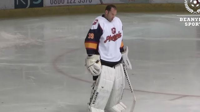 Así se luce Petr Cech como portero de hockey hielo