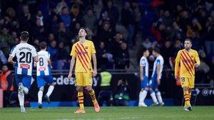 Busquets se lamenta tras el gol de Wu Lei