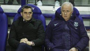 Carles Naval, junto al técnico azulgrana, en el banquillo