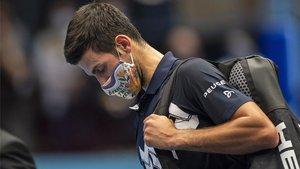 Djokovic saliendo de la central en Viena