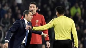 Ernesto Valverde se mostró enérgico en sus protesas al juez de línea