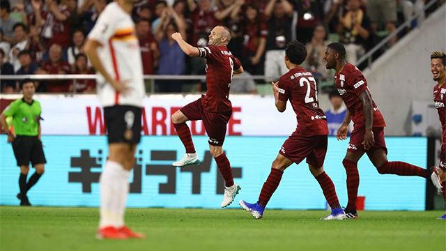 Iniesta marca de penalti y aleja al Vissel Kobe del descenso