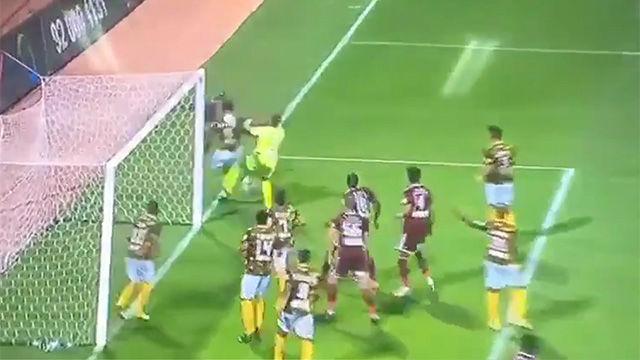¡La jugada imposible que no acaba en gol!