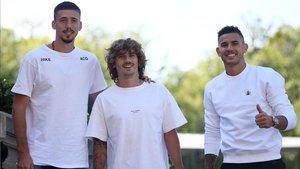 Lenglet, Griezmann y Lucas Hernández llegando a Clairefontaine