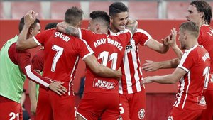 Los jugadores del Girona celebraron con euforia el tanto de Stuani