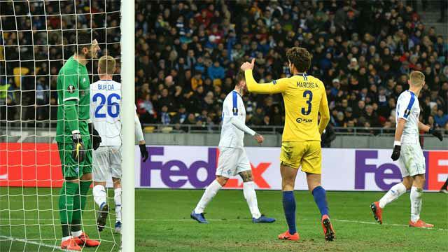 Marcos Alonso se disfrazó de delantero para marcar al Dinamo de Kiev