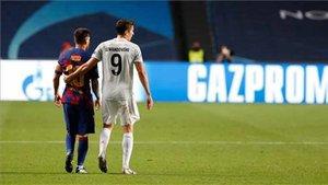 Messi y Lewandoswki, durante el partido en Lisboa