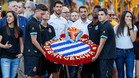 El momento en que el Espanyol lleva a cabo la ofrenda floral en el monumento de Rafael Casanova