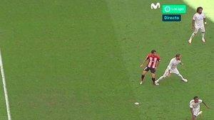 El momento en el que Ramos comete penalti a Raúl García