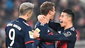 Müller celebrando con James y Lewandowski su tanto