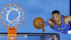 Westbrook aportó 19 puntos, siete asistencias y seis rebotes