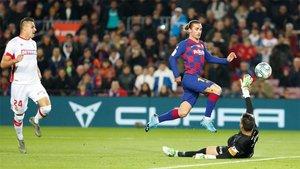 Antoine Griezmann supera a Reina para lograr el primer gol en el Barça-Mallorca de la Liga 2019/20