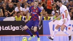 Dyego, capitán del FC Barcelona Lassa de fútbol sala, en un momento del partido de este domingo en Cartagena