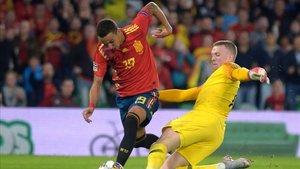 Esta acción de Pickford con Rodrigo fue protestada como posible penalti