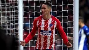 Fernando Torres celebra el gol de la victoria del Atlético sobre el Alavés