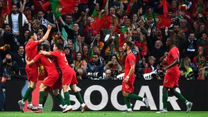 Guedes celebró el gol que da el título a Portugal