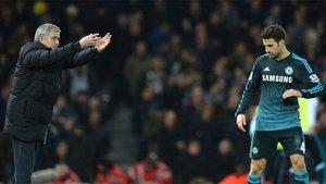 Jose Mourinho da instrucciones a Cesc Fàbregas durante el West Ham-Chelsea (1-0) de la Premier League 2014/15