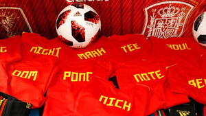 Las camisetas de la selección española para los niños rescatados en Tailandia