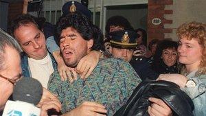 Maradona, durante su detención en 1991 por posesión de drogas