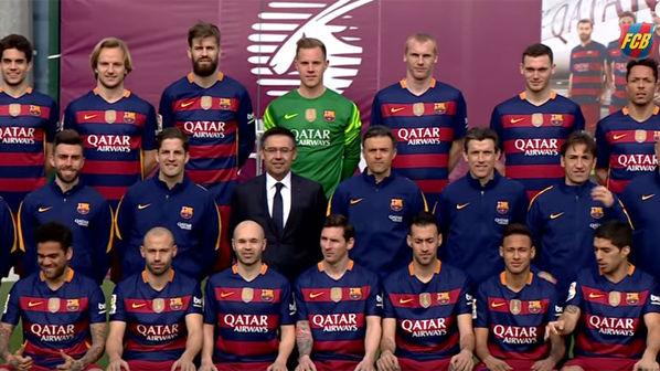 85ec03d18b9c9 El toque de Suárez a Neymar en la foto oficial del Barça
