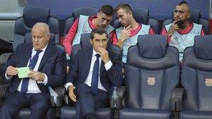 Valverde, en el banquillo con Vidal y Arthur