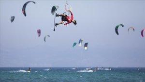 Vuelve a Tarifa el mejor kitesurf del mundo