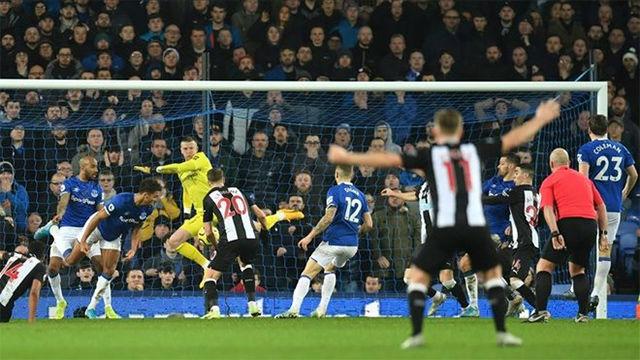 El West Ham le empata al Everton en el descuento