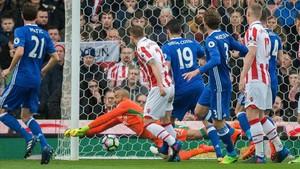 El 0-1 para el Chelsea lo marcó Willian sorprendiendo a la defensa y portero del Stoke City