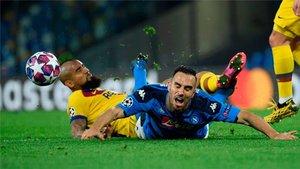 Arturo Vidal es baja para la vuelta ante el Nápoles en el Camp Nou