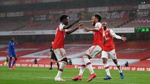 Aubameyang agradece a Saka la asistencia del 1-0