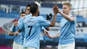 De Bruyne y Sterling golearon para el City
