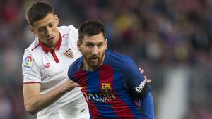Clément Lenglet y Leo Messi durante el Barça-Sevilla de la Liga 2016/17