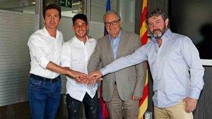Dani Morer estampó firmó ayer su nuevo contrato con el FC Barcelona