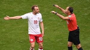 La Dinamarca de Eriksen se topó con un penalti videoarbitrado que concedió en segunda instancia Mateu Lahoz