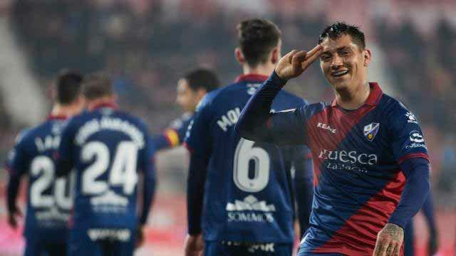 Un doblete de Chimy Ávila deja al Girona contra las cuerdas