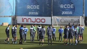El Espanyol se ha ejercitado sin la presencia de su entrenador, Quique Sánchez