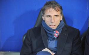 Gianfranco Zola ya no se sentará en el banquillo del Cagliari