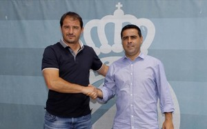 Jordi Larín estrecha la mano de David Gallego antes de la presentación