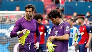 Leandro Cabrera tomó los guantes de Diego López en El Sadar