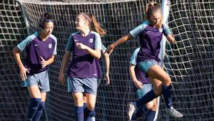 Leila, Patri Guijarro y Lieke Martens en el entreno previo a la Champions
