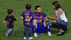 Leo Messi junto a su família tras ganar la Copa del Rey