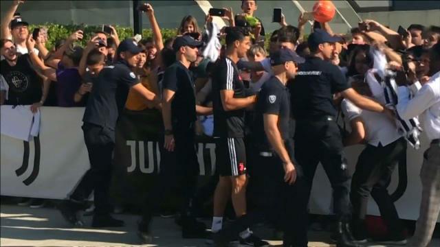 Locura por Cristiano Ronaldo en el inicio de los entrenamientos de la Juve
