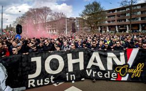 Los aficionados se manifestaron en recuerdo a Johan