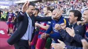Luis Enrique celebró la temporada 2015-2016 una Liga que se tuvo que ganar dos veces