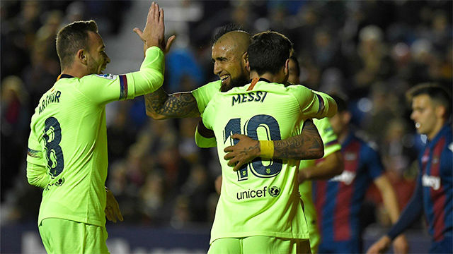 Messi cerró su hat-trick gracias a una gran jugada de Súarez y Arturo Vidal
